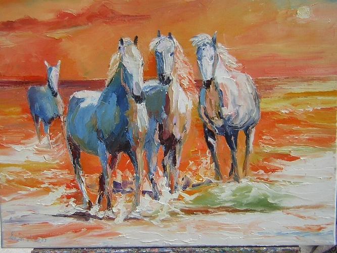 féérie de chevaux camarguais au soleil couchant 0